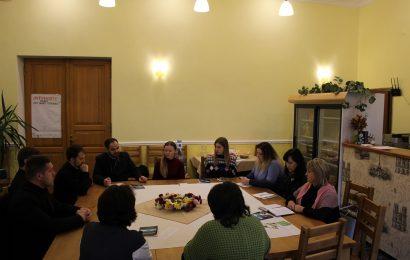 Круглий стіл з нагоди Дня молитви за сиріт